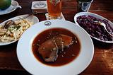 酸腌牛排配德国面疙瘩