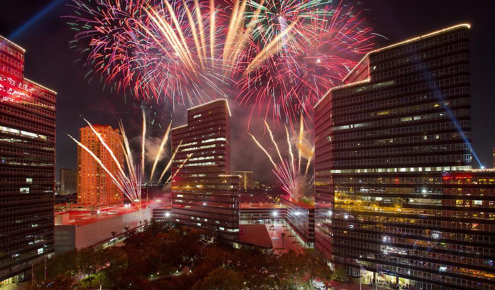 感恩节游行加点灯仪式(Thanksgiving Parade&Uptown Houston Holiday Lighting)
