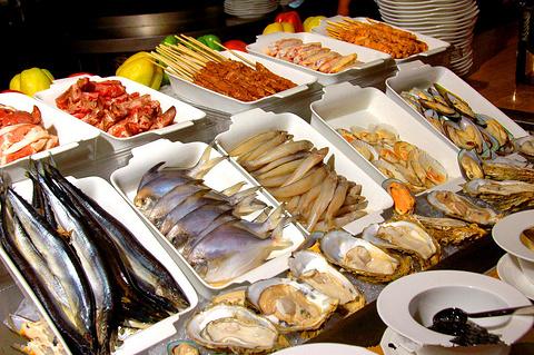 品尝平价美味的海鲜