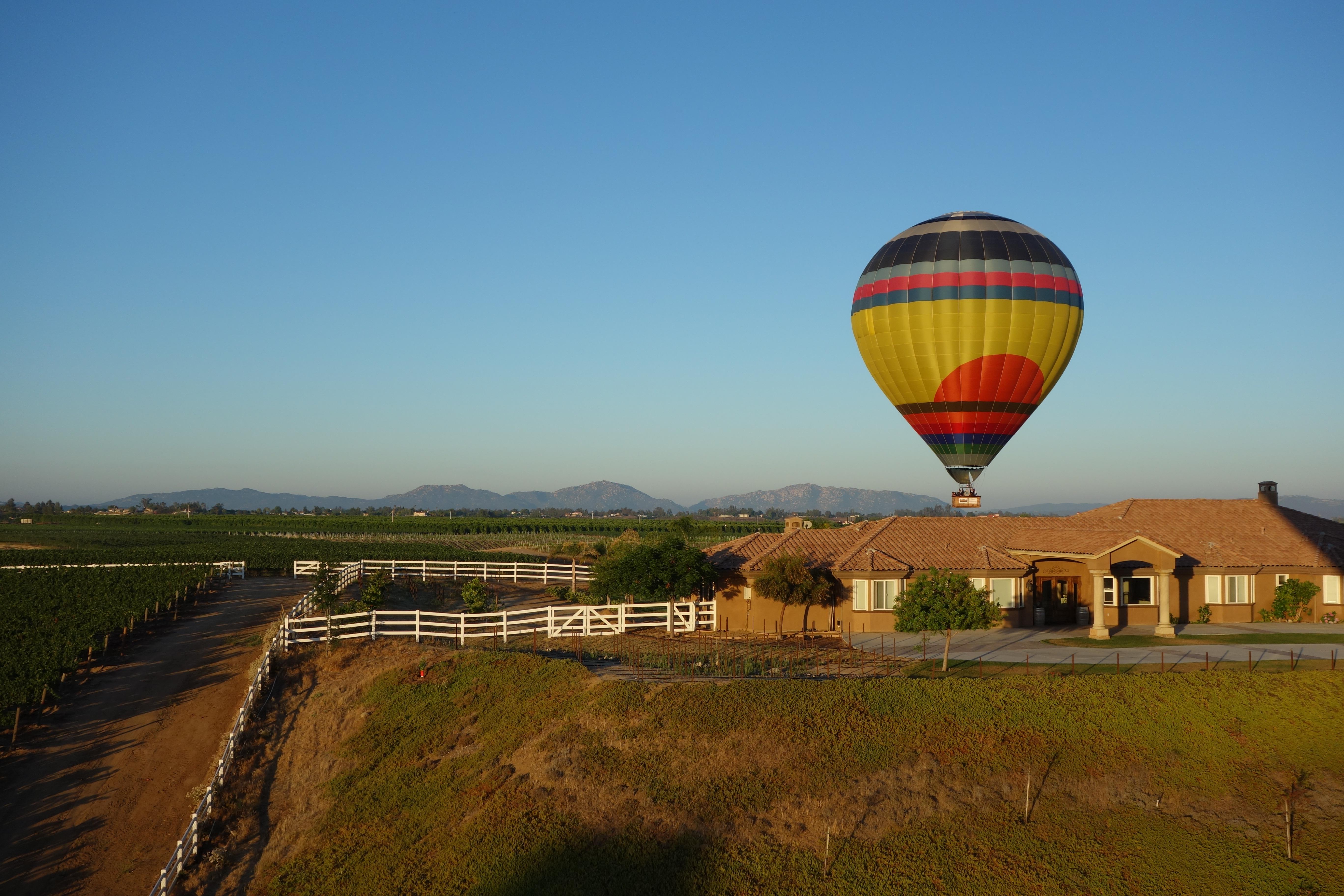 德美古拉山谷热气球和葡萄酒节