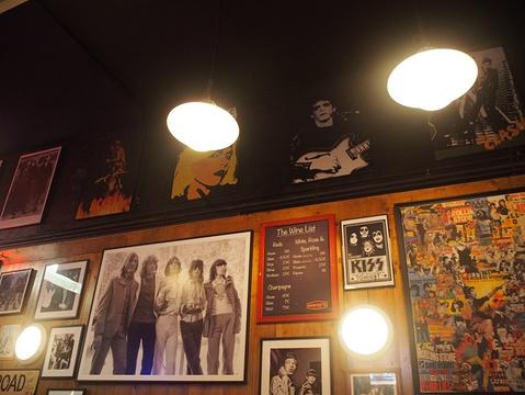 Wayne's Bar