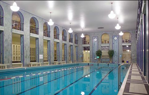 郁里允街(Yrjönkatu)游泳馆