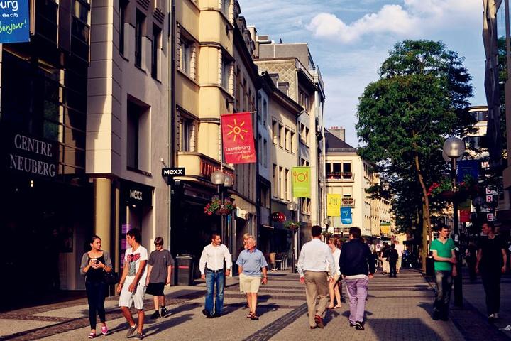 """""""这里汇聚了欧陆最为顶尖的奢侈品,时尚潮牌,旅游特色小店,而在靠近达姆广场PLACE D'ARM..._Grand大街""""的评论图片"""