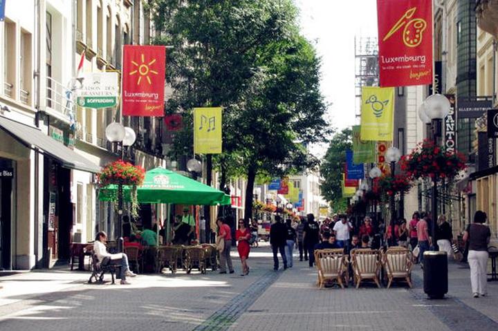 """""""...誉世界,卢森堡市Grand大街附近区域集成了大量中小型个性化钟表店,很多店家既是设计师又是卖家_Grand大街""""的评论图片"""