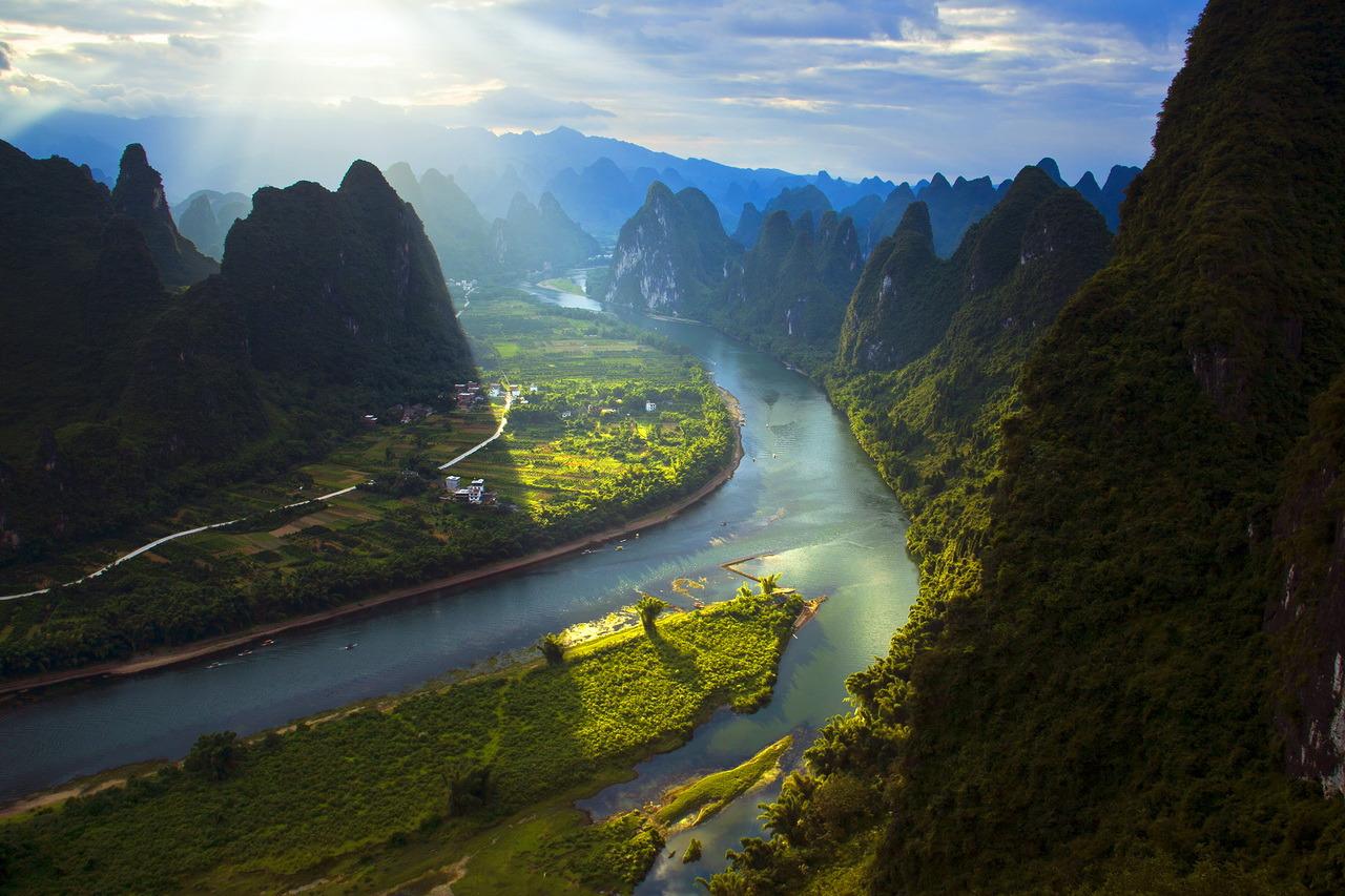 相公山俯看漓江