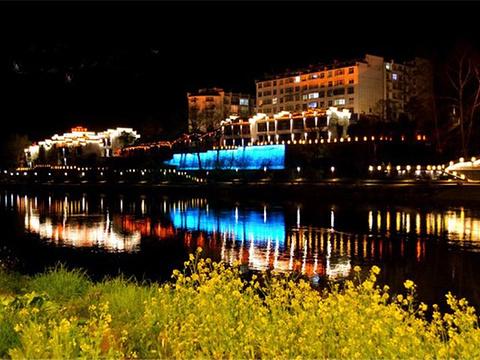 婺源东门桥底小商品市场旅游景点图片
