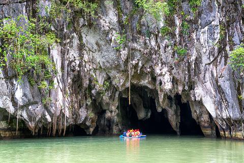 滑索、小道、爬山和洞穴探险