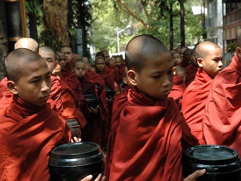 参观僧侣用餐