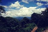 布朗村寨观云海