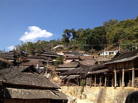 章朗村布朗族山寨旅游景点图片