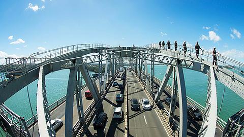 攀登海港大桥