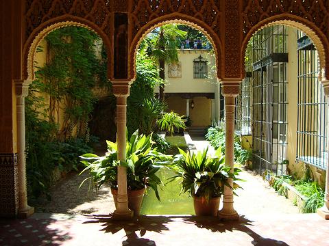 马丁尼花园旅游景点图片