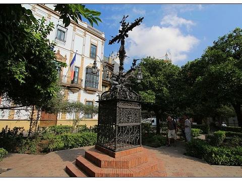 圣十字广场旅游景点图片