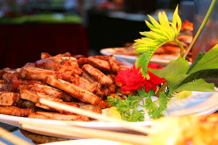 亚龙湾环球城烧烤自助池畔BBQ