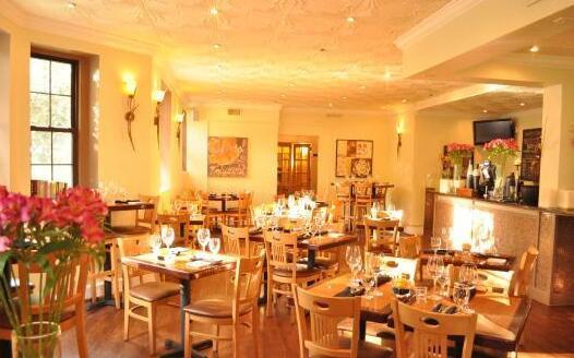 LiLLiES Restaurant and Bar