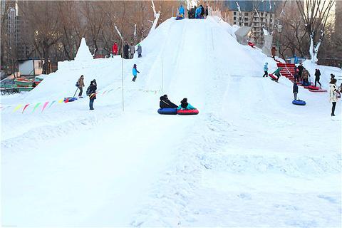 青年公园雪世界