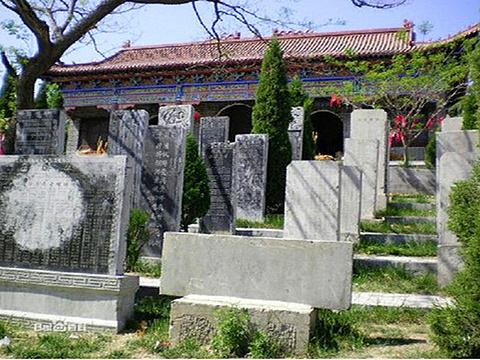 仿山墓群旅游景点图片