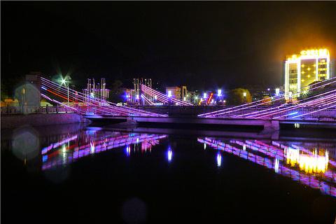 人工湖夜市