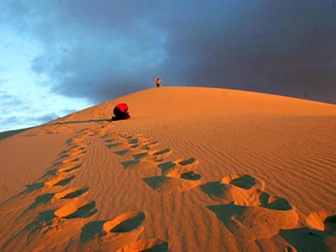 阿勒泰地区呜沙山旅游景点图片