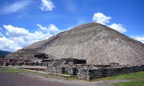 太阳金字塔