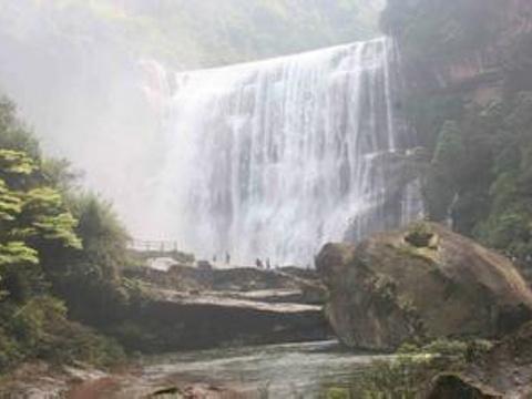 赤水瀑布旅游景点图片
