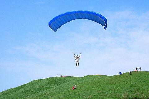 阿苏特色滑翔伞