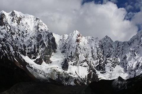 嘎瓦龙冰川