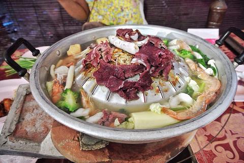 老挝特色自助火锅