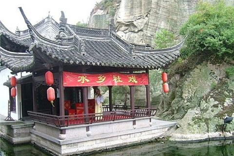 东湖水上戏台