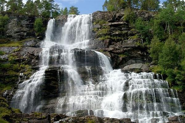 Tvindefossen瀑布旅游图片