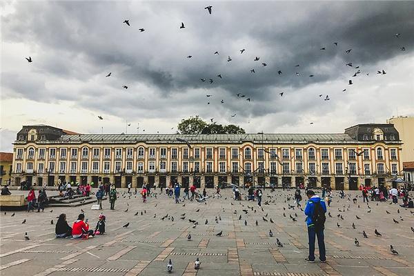玻利瓦尔广场旅游图片