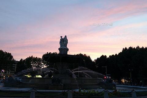 圆亭喷泉的图片