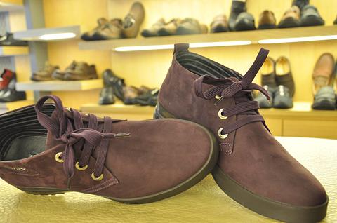 劲王休闲鞋