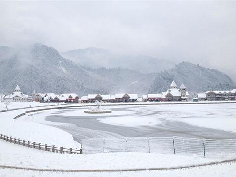 映雪广场旅游景点图片