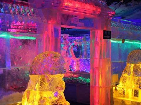 中央大街七彩冰雕大世界旅游景点图片