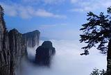 绝壁环峰丛