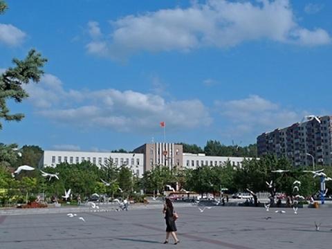 本溪市府广场旅游景点图片