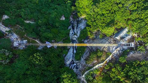 木兰天池跨山玻璃天桥的图片