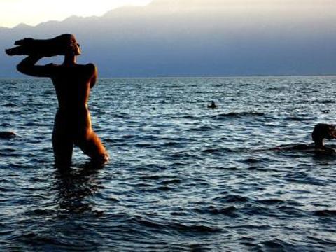 洱海的女儿雕塑旅游景点图片