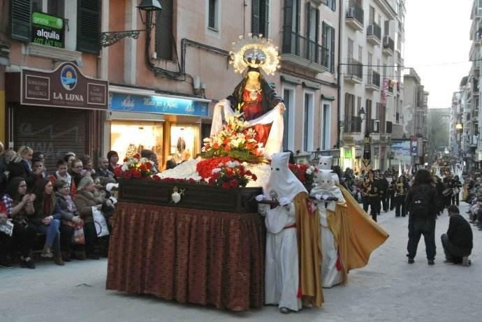 圣周圣像游行