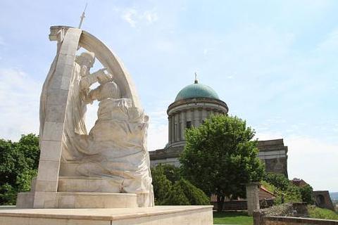 圣斯蒂芬的加冕雕像