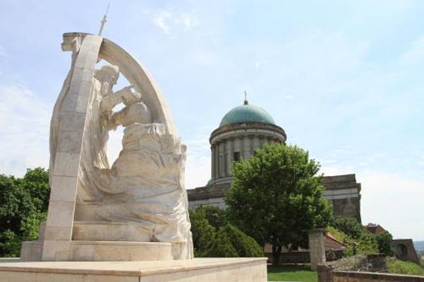 圣斯蒂芬的加冕雕像旅游图片