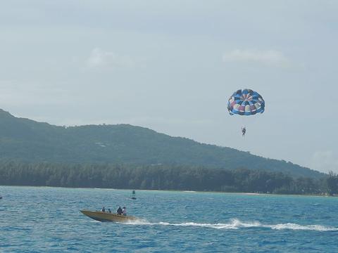 军舰岛海上拖曳伞旅游景点图片