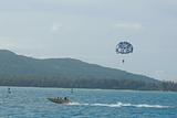 军舰岛海上拖曳伞