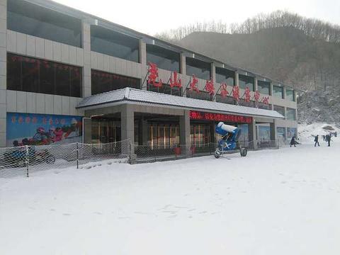 尧山大峡谷滑雪场