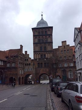 吕贝克城门与修道院的图片