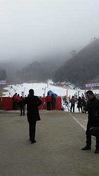 桃花冲滑雪世界