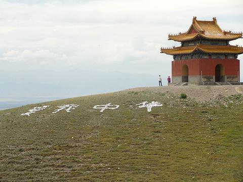 格登山石碑的图片