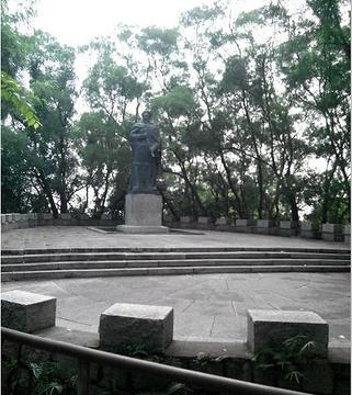 林则徐铜像