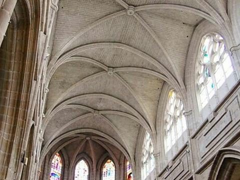 布洛瓦圣路易主教座堂旅游景点图片